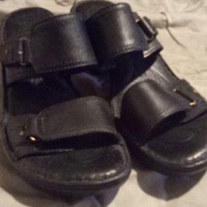 Born's women's slide on shoe